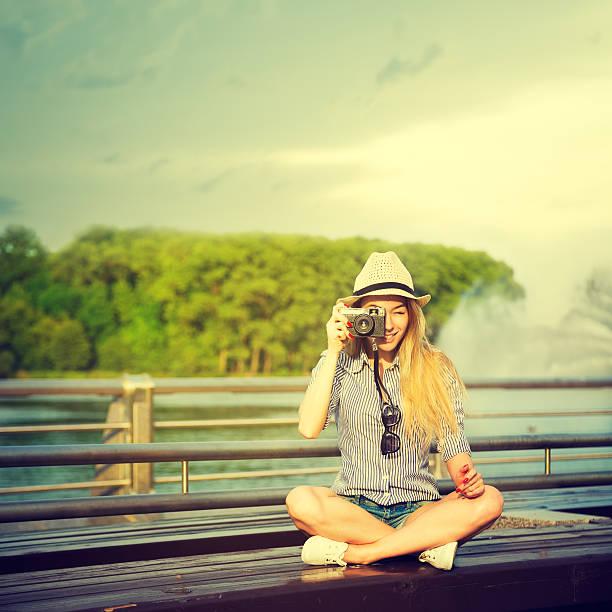 Porträt von junge Hipster Mädchen machen Foto – Foto