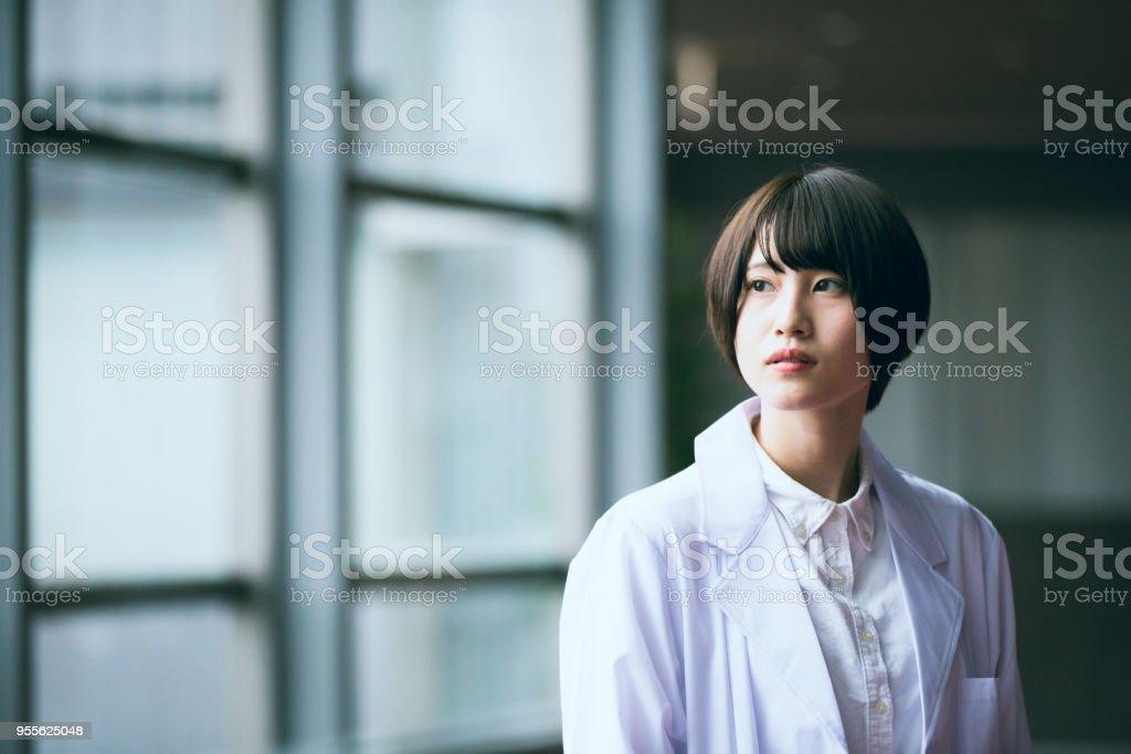 若い日本人女性研究者の肖像画 ストックフォト