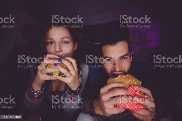 Portrait of young man and woman eating hamburgers picture id1001409402?b=1&k=6&m=1001409402&s=612x612&h=nagtrqu4uimpethbq1k pwhiwftvtddhdvllre45uwe=