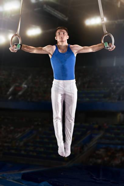 retrato de gimnastas de joven - gimnasia fotografías e imágenes de stock