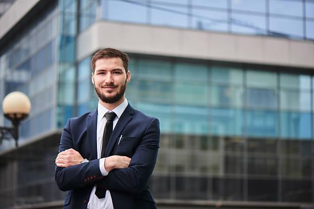 Porträt von junger Mann in Anzug – Foto