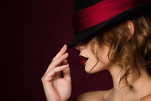 portrait of young pretty woman with dark red lips - cabaret photos et images de collection