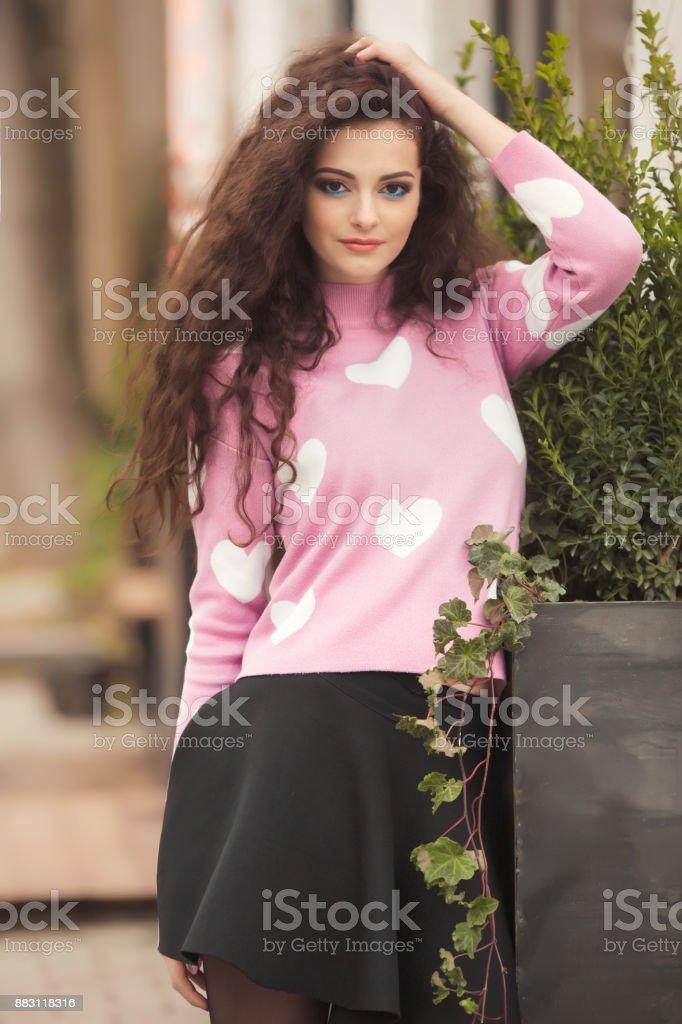 Fotografía Con Pelo Sola Rizado Mujer Estilo Retrato Joven De rwOfr7