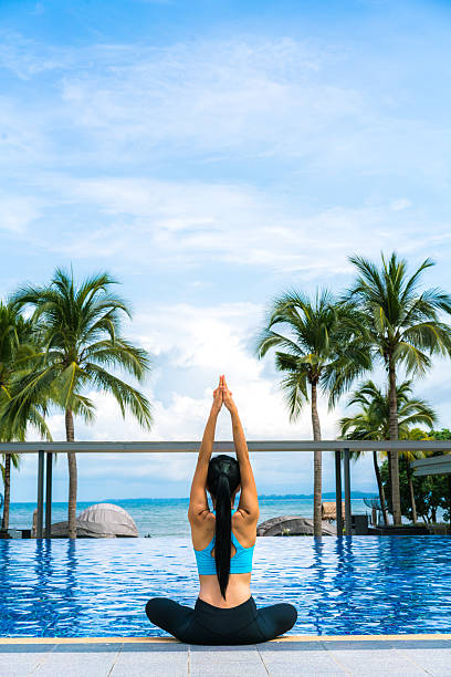 Portrait of young Thai woman doing yoga by poolside – Foto