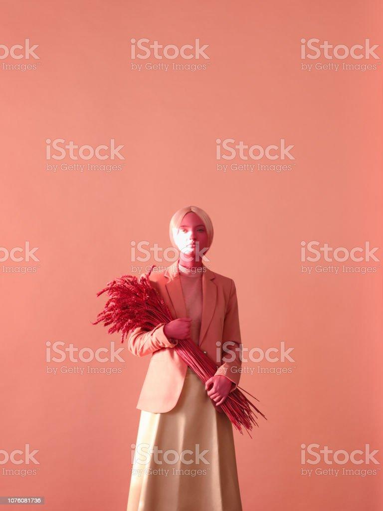 Portrait de jeune femme dans les tons roses monochromes - Photo de Adulte libre de droits