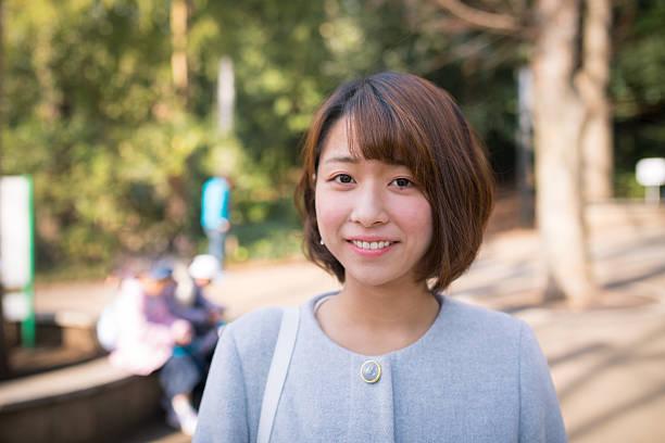 若い女性のポートレートで公園 ストックフォト