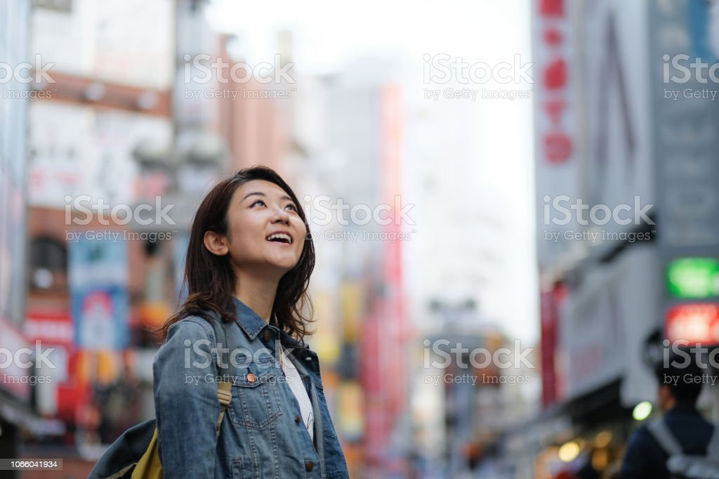 街で若い女性の肖像画 ストックフォト