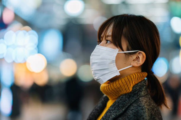 portrait of young woman wearing face mask - virus protection foto e immagini stock