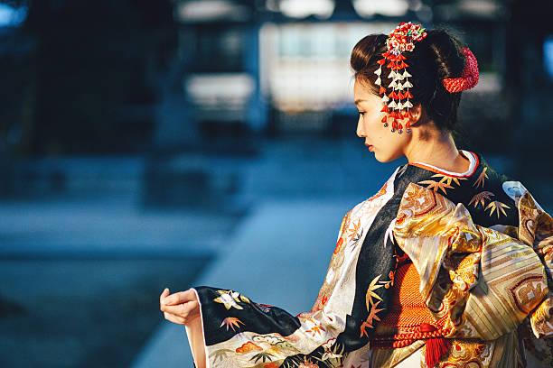 若い女性のポートレート、着物日本で - kimono ストックフォトと画像
