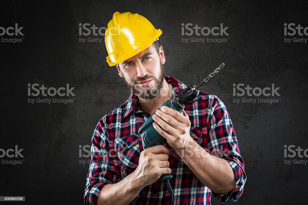 Porträt eines jungen workman mit drill – Foto