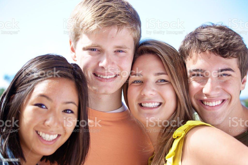 Porträt Selfie von vier jungen Teenagern Kopf und Schulter – Foto