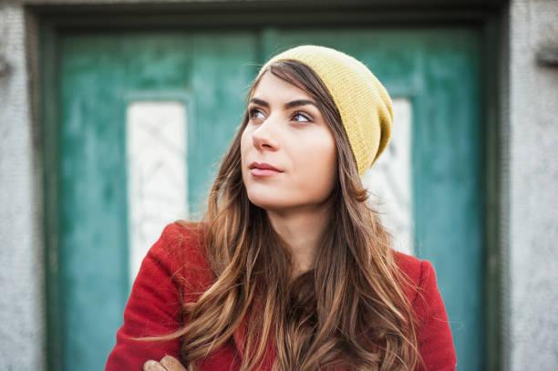portraite of hipster girl in the city - portraite woman foto e immagini stock
