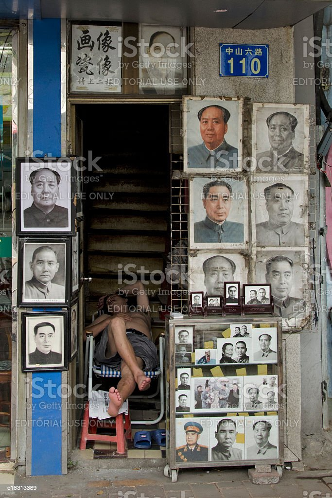 Portraits of Mao Tse-tung selling on the street in Guangzhou stock photo