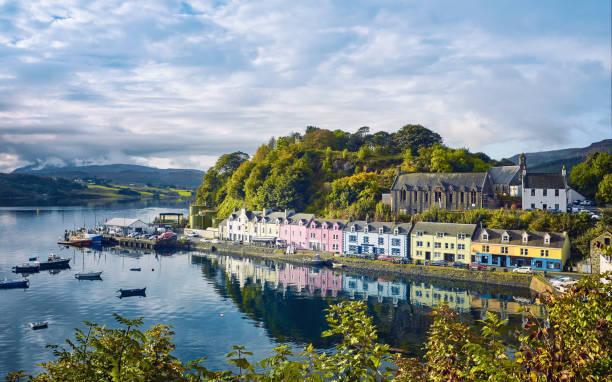 portree, isle of skye, schottland - schottische kultur stock-fotos und bilder