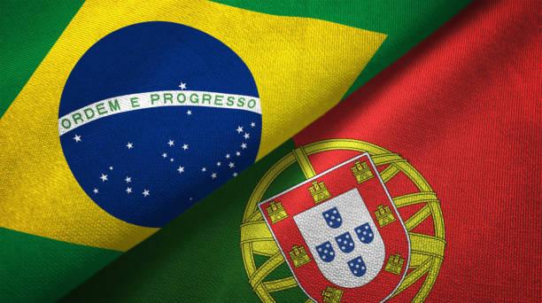 portugal en brazilië twee vlaggen samen realations textiel doek stof textuur - portugal stockfoto's en -beelden