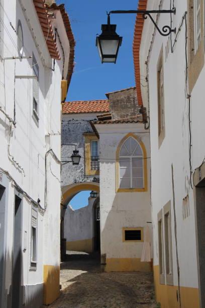 Portugal - Evora - rue caracteristique de la vieille ville stock photo