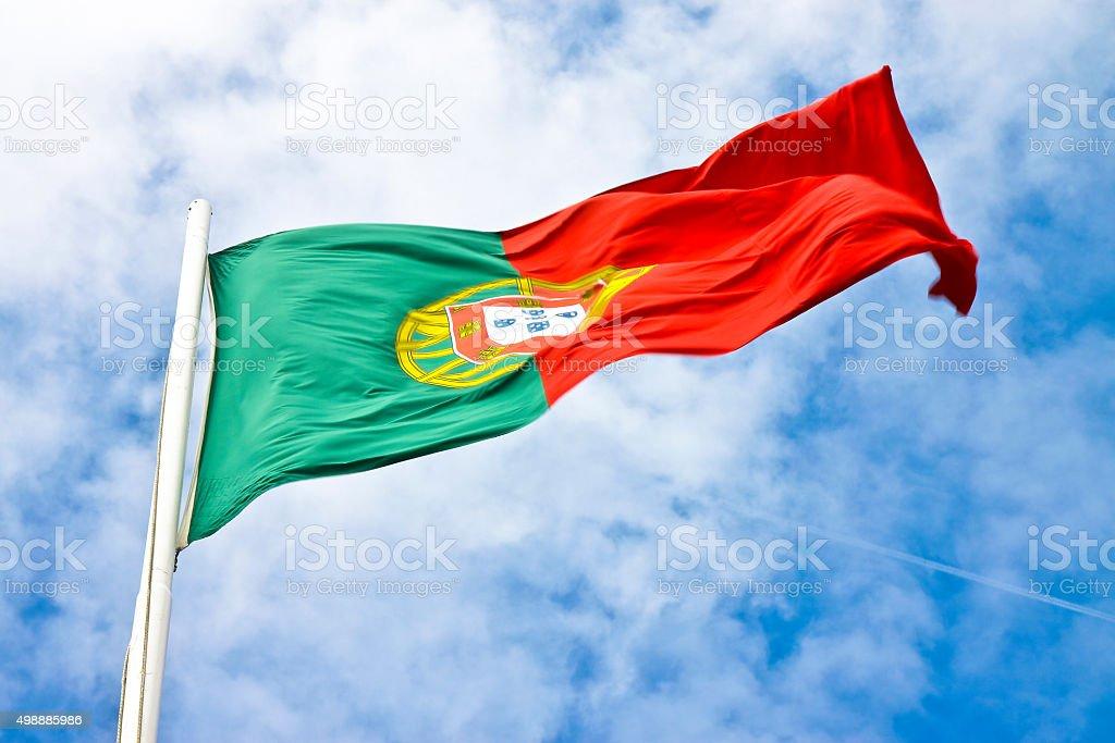Portugal bandera vista desde abajo - foto de stock