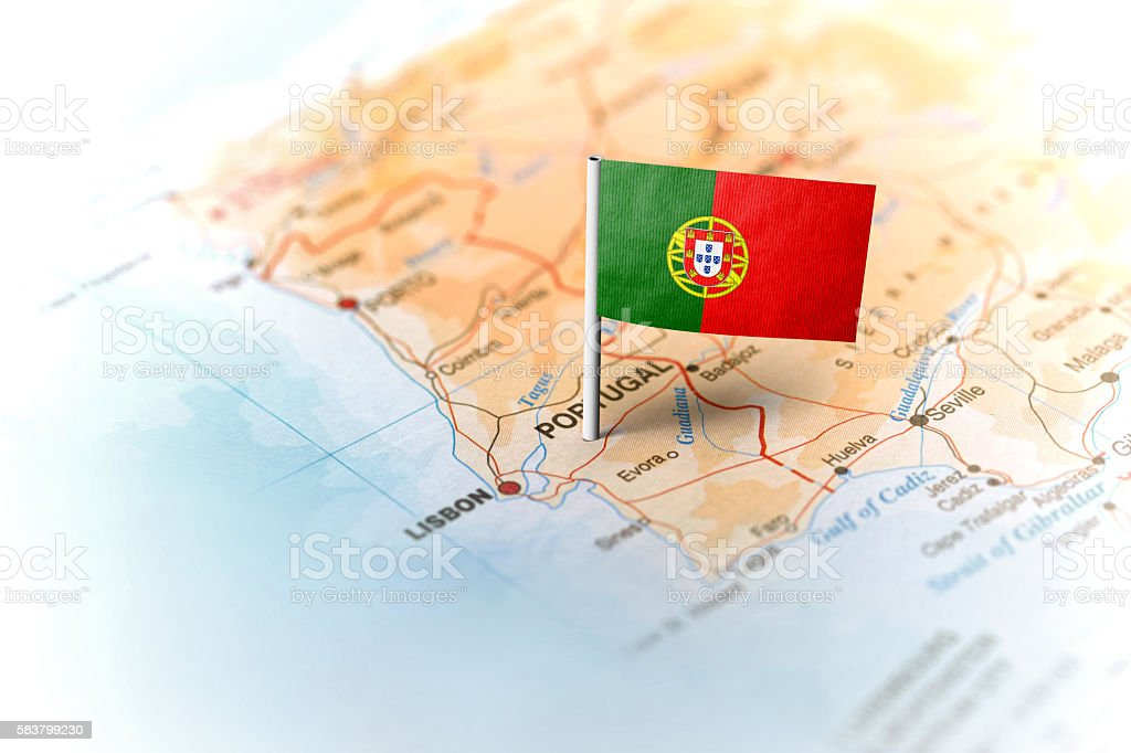 Portugal pinned on the map with flag - foto de acervo