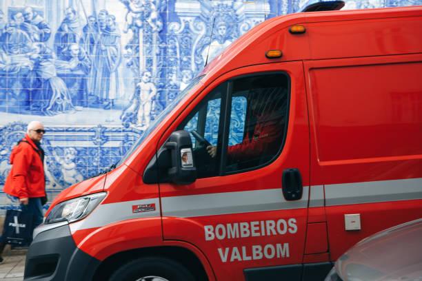 portugal, porto, 05 may 2018: an ambulance on the city street. emergency help. ambulance service 112 - resultados lisboa imagens e fotografias de stock