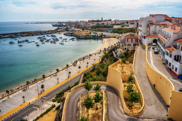 portugal: the old town of sines, a portuguese city, located on atlantic coast - setubal imagens e fotografias de stock