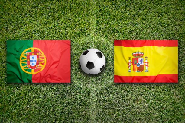portugal vs spanien flaggor på fotbollsplan - football portugal flag bildbanksfoton och bilder