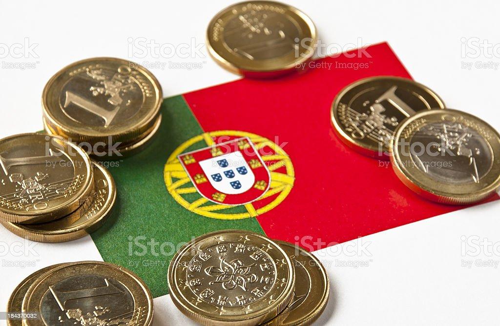 Bandeira portuguesa e Euros - fotografia de stock