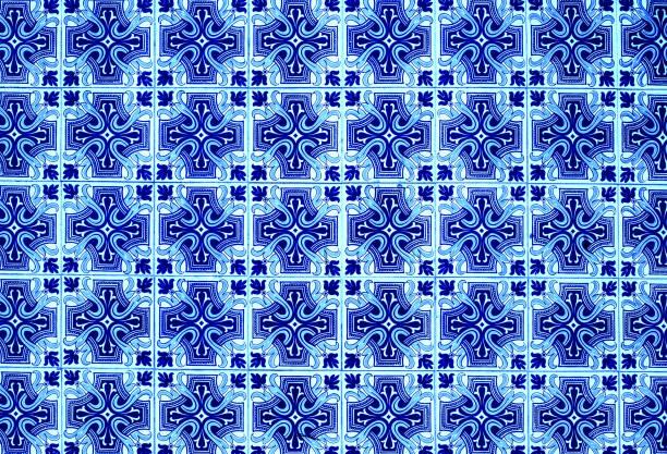 portugiesischen azulejo-fliesen. blaue und weiße abstrakte bunte wand hintergrund - blumendrucktapete stock-fotos und bilder