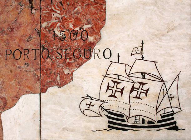 Português Caravel, inscritos em mármore paving. Lisboa. - foto de acervo