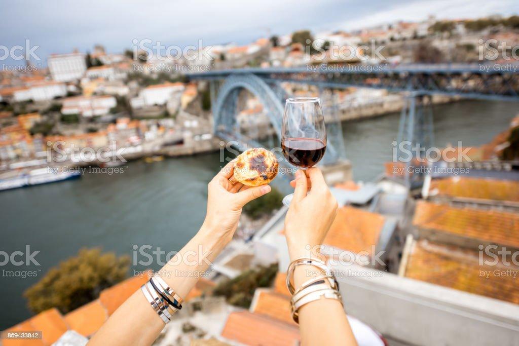 Portugiesische Dessert auf Porto-Hintergrund – Foto