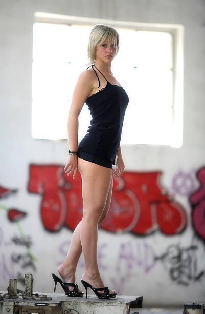 - pose - fenster einbauen stock-fotos und bilder