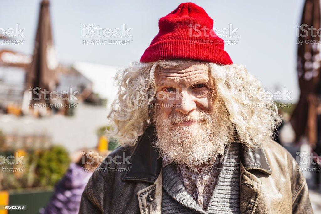 Positive homeless man looking at you zbiór zdjęć royalty-free