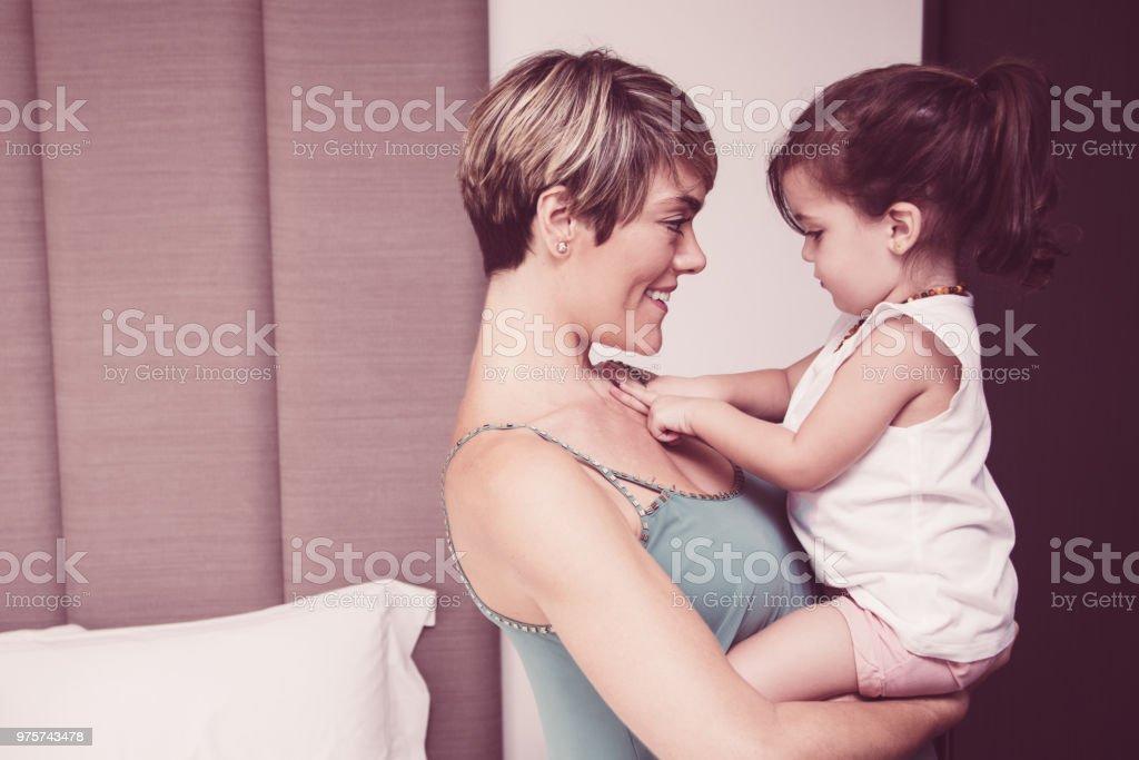Positive Kommunikation mit Tochter Mutter - Lizenzfrei Alleinerzieherin Stock-Foto