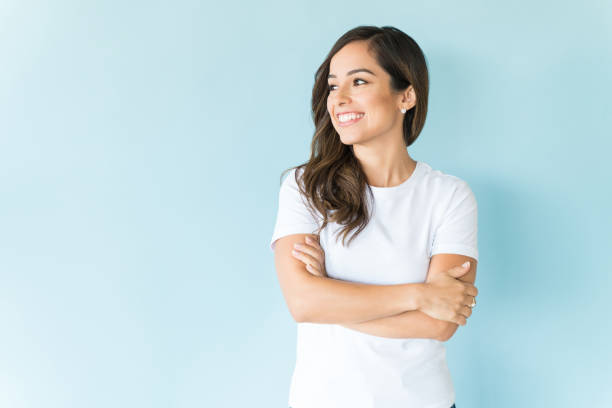 Positive Frau im Studio – Foto