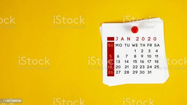 Bokför Det Januari 2020 Kalender På Gul Bakgrund-foton och fler bilder på 2020