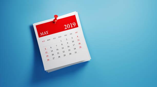 bokför den maj 2019 kalender på blå bakgrund - maj bildbanksfoton och bilder
