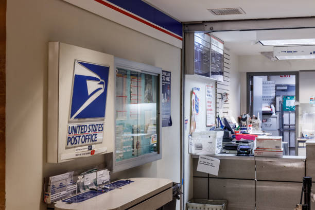 USPS Post Office Location. The USPS is Responsible for Providing Mail Delivery I Chicago - Circa May 2018: USPS Post Office Location. The USPS is Responsible for Providing Mail Delivery I apothegm stock pictures, royalty-free photos & images