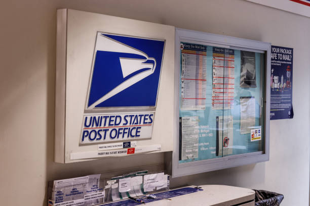 USPS Post Office Location. The USPS is Responsible for Providing Mail Delivery II Chicago - Circa May 2018: USPS Post Office Location. The USPS is Responsible for Providing Mail Delivery II apothegm stock pictures, royalty-free photos & images