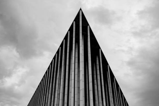 post wereldexpo 2008 - boog architectonisch element stockfoto's en -beelden