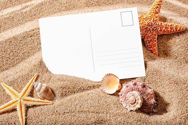 postkarte am strand - sprüche über reisen stock-fotos und bilder