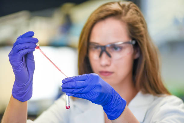 Postdoctoral researcher working in a biomedical research laboratory Female scientist working in biotechnology industry gene therapy stock pictures, royalty-free photos & images