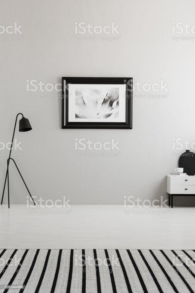 Photo libre de droit de Affiche Sur Un Mur Gris Dans Le ...
