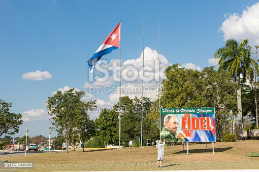 istock Poster with image of Fidel Castro and Cuban flag in Santa Clara, Cuba 915362202