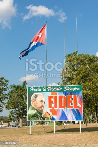 istock Poster with image of Fidel Castro and Cuban flag in Santa Clara, Cuba 915380570