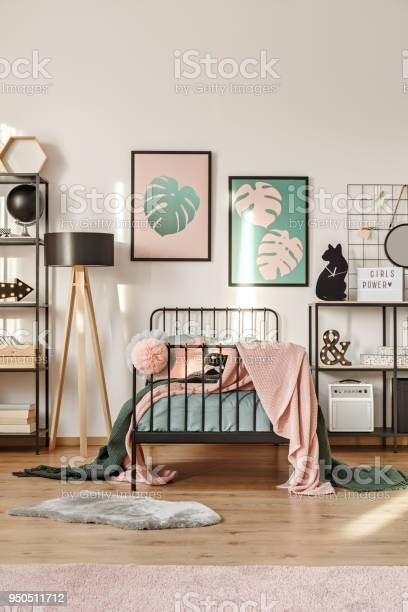 Posters above bed picture id950511712?b=1&k=6&m=950511712&s=612x612&h=xacdww4hthtugyj5169l4z8xtphbn0rc3wz04zxbx74=