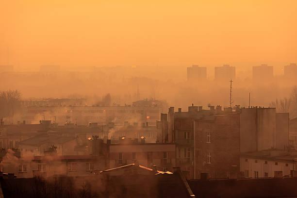 postindustrial cityscape - smog stockfoto's en -beelden