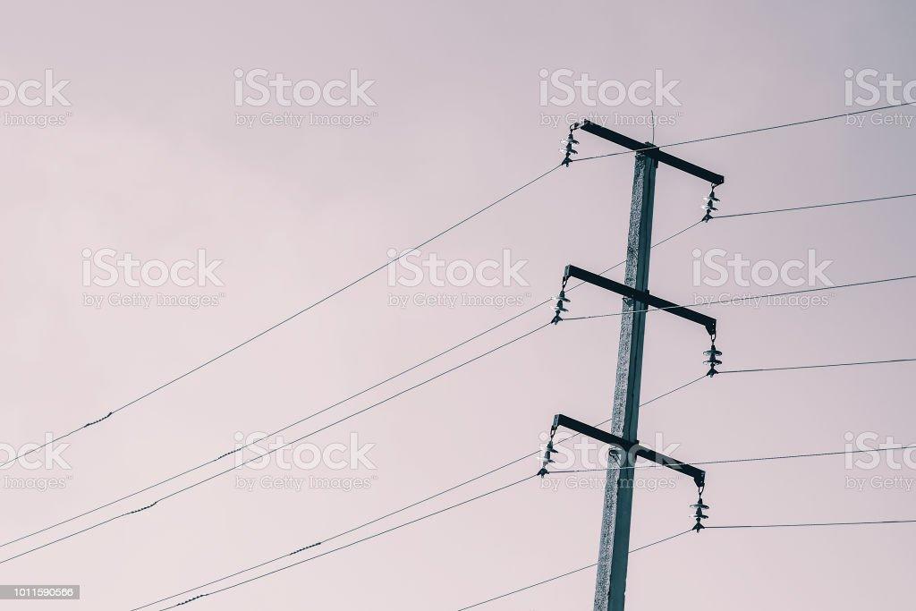 Beitrage Mit Kabeln Hochspannung Am Himmel Im Sonnenlicht