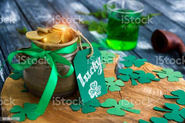 Pot of gold shamrocks card lucky pipe ale on stump picture id653944120?b=1&k=6&m=653944120&s=612x612&h=m7hlw0ipmaif tgoqqeruyth85jz5lqsd8pnkmd xdm=