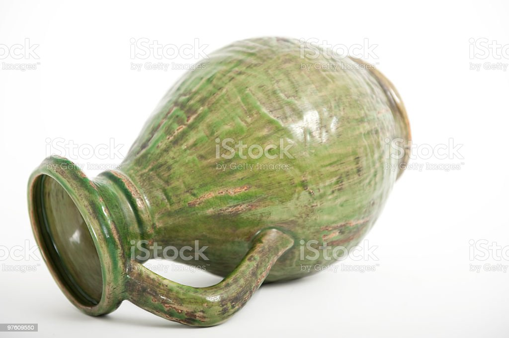 Urne Pot ou retournée sur le côté. photo libre de droits