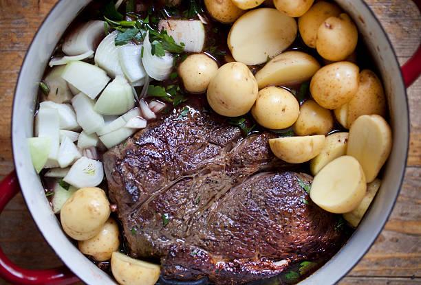 pot roast - scharf anbraten stock-fotos und bilder