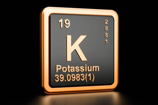 kalium, k scheikundig element. 3d-rendering geïsoleerd op zwarte achtergrond - kalium stockfoto's en -beelden